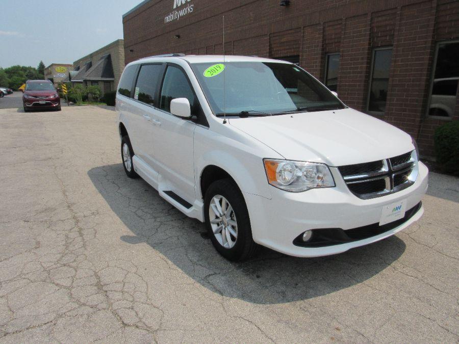 White Dodge Grand Caravan image number 18