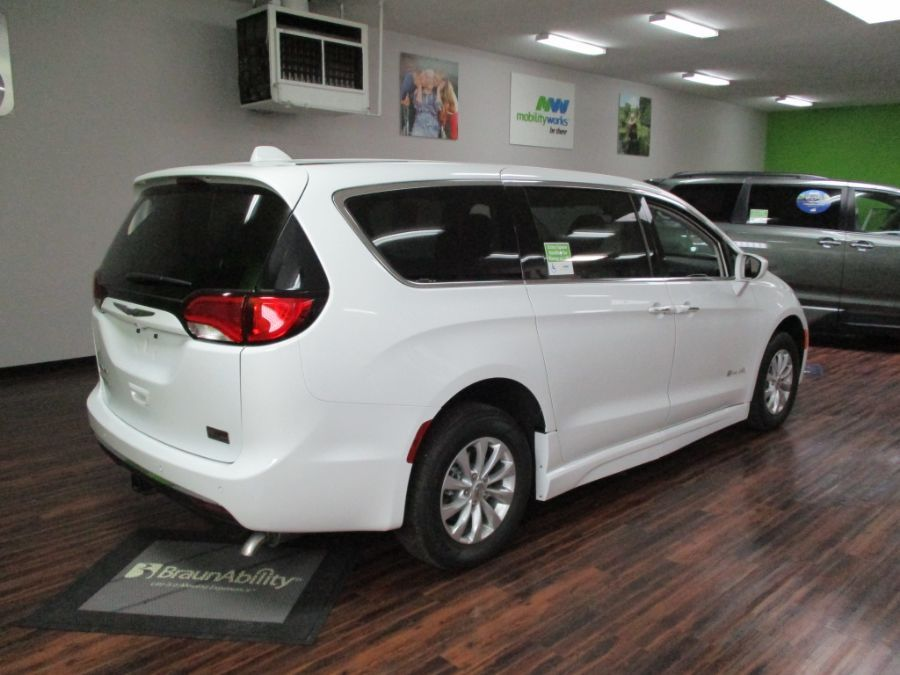 White Chrysler Pacifica image number 6