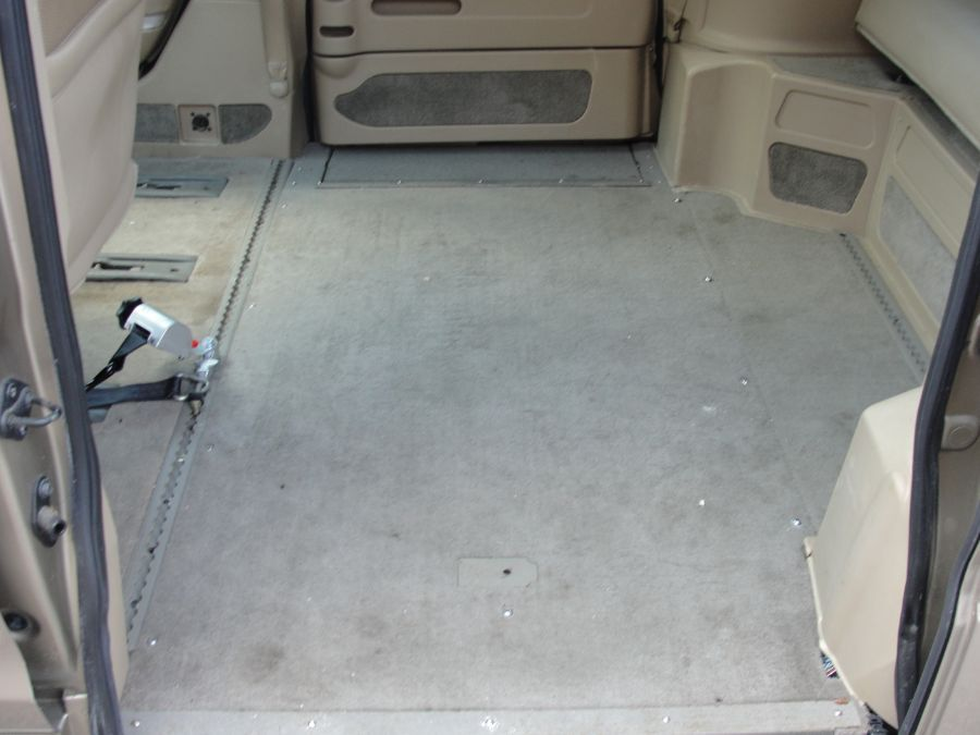 Gold Honda Odyssey image number 18