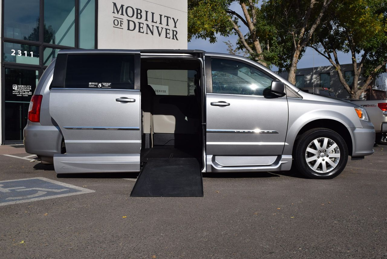 Pre-Owned 2016 Chrysler Town and Country Touring