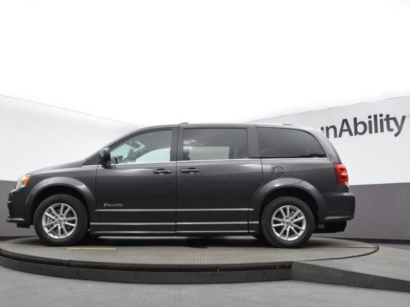 Gray Dodge Grand Caravan image number 30