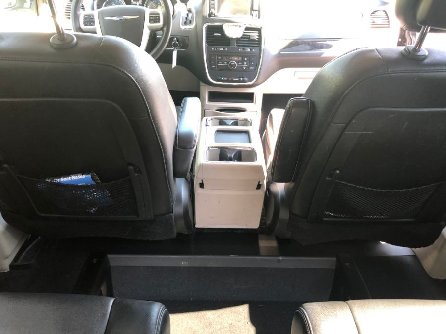 Silver Chrysler Town and Country image number 17
