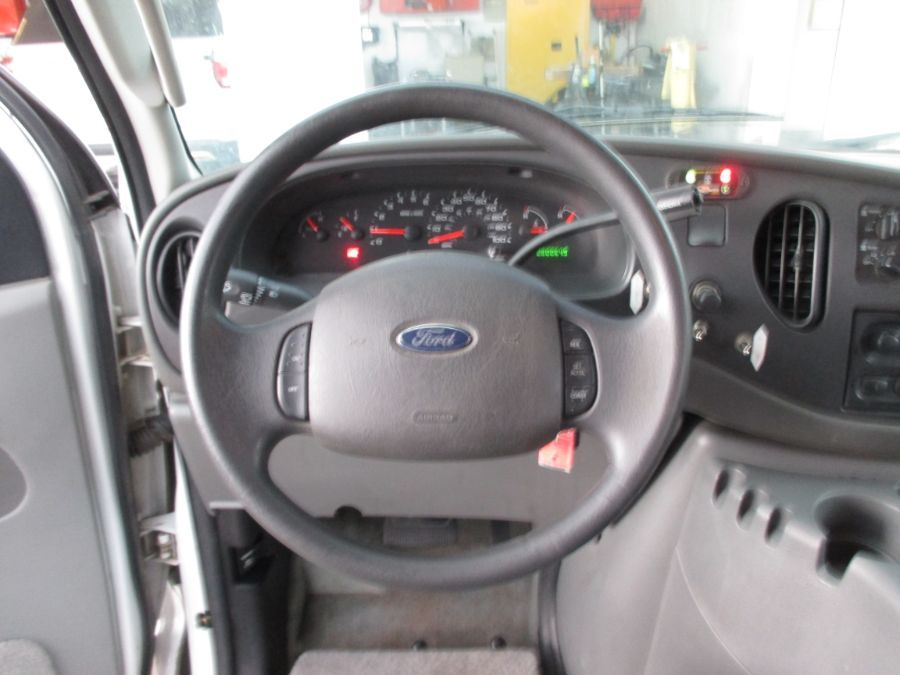 White Ford E-Series Cargo image number 8