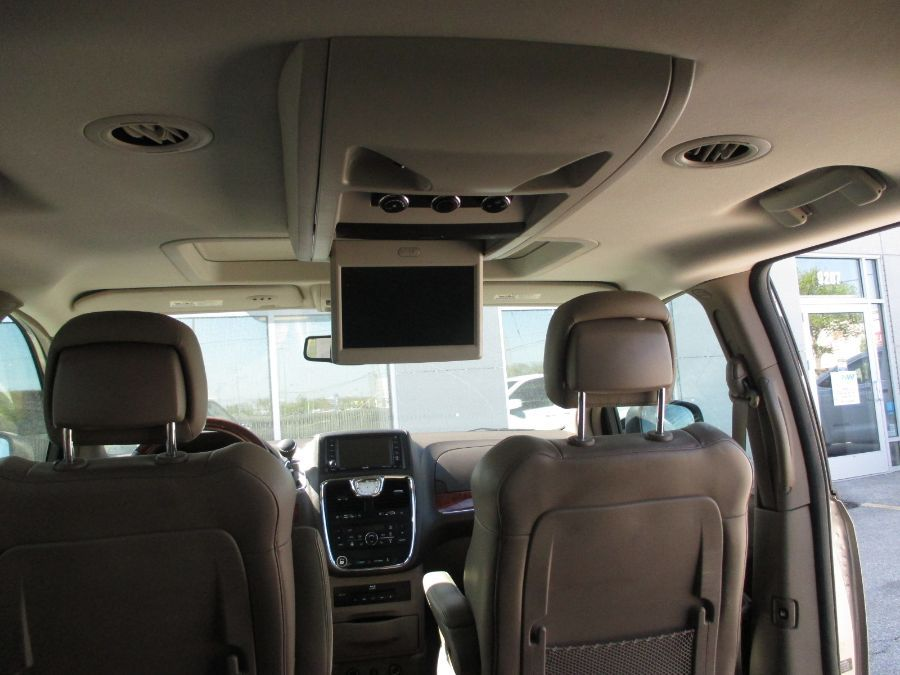 Brown Chrysler Town and Country image number 16