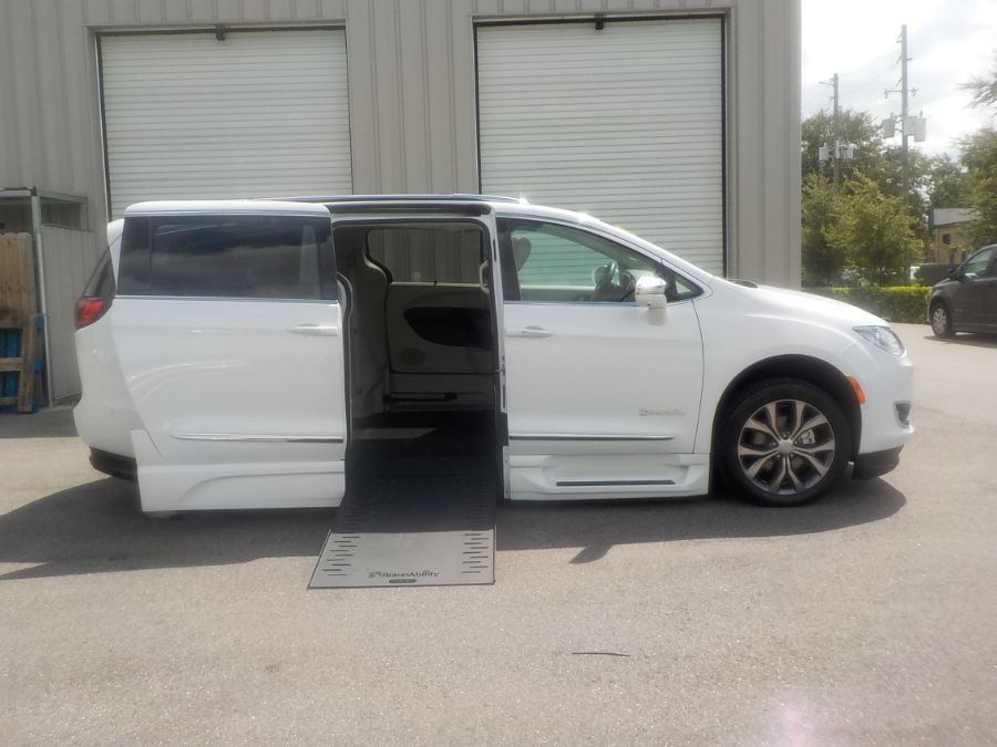 White Chrysler Pacifica image number 1