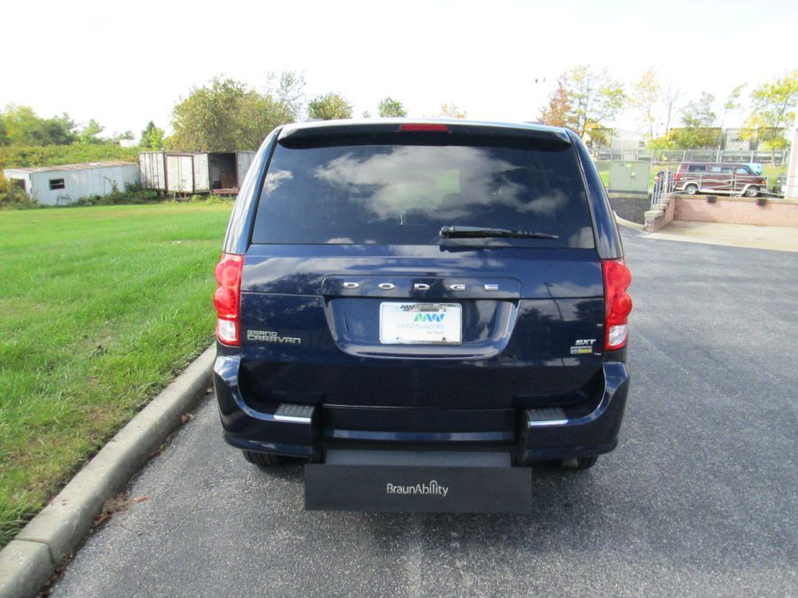 Blue Dodge Grand Caravan image number 14