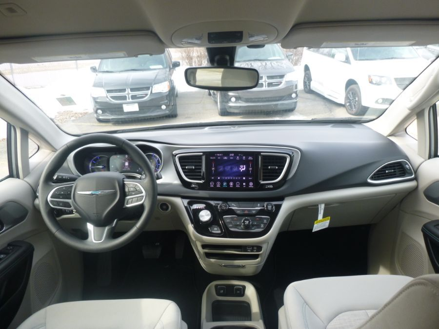 Silver Chrysler Pacifica Hybrid image number 9