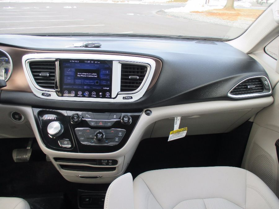 SILVER Chrysler Pacifica image number 41