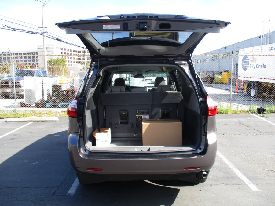 Gray Toyota Sienna image number 14