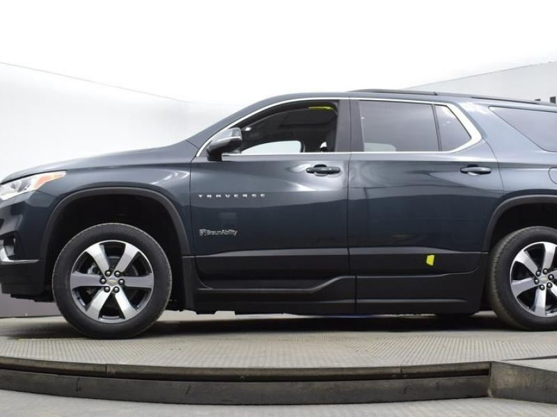 Gray Chevrolet Traverse image number 13