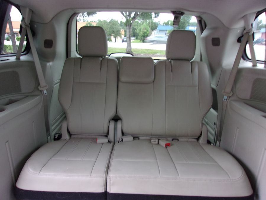 White Toyota Sienna image number 12