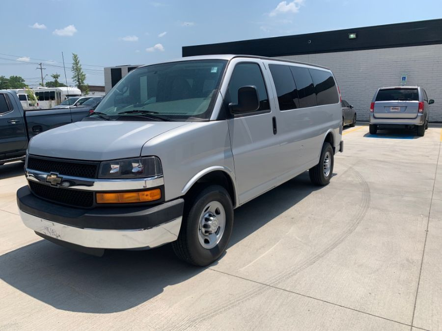 White Chevrolet Express image number 2