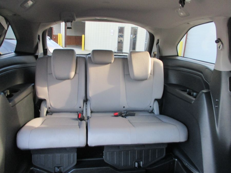 Blue Honda Odyssey image number 12