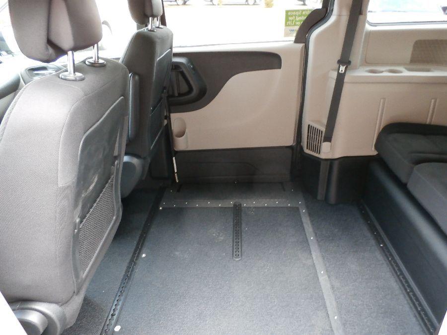Gray Dodge Grand Caravan image number 20