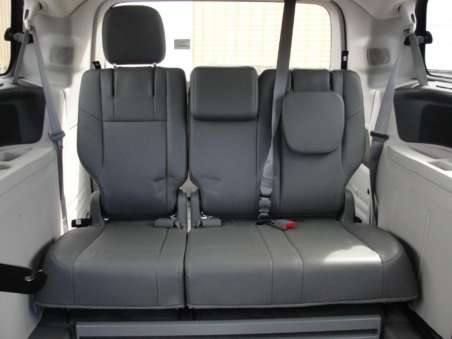 Gray Volkswagen Routan image number 14