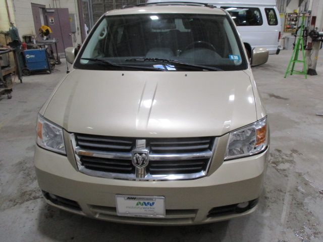 Gold Dodge Grand Caravan image number 3