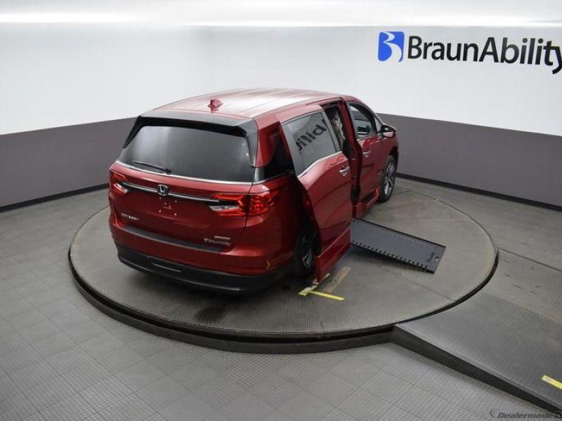 Red Honda Odyssey image number 23