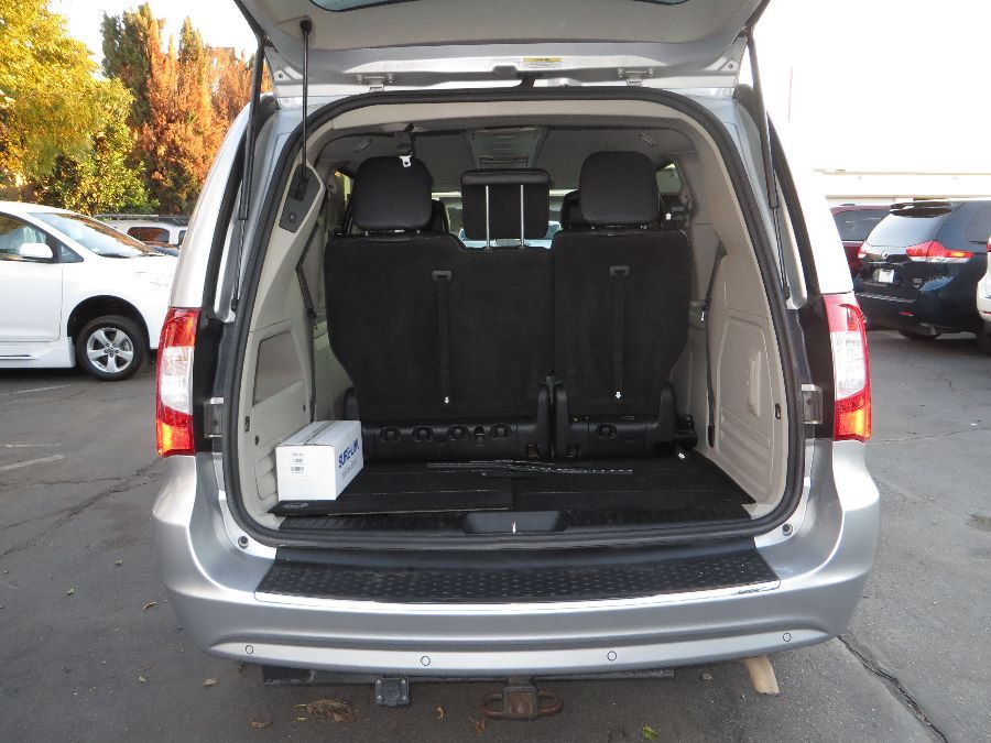 Silver Chrysler Town and Country image number 18
