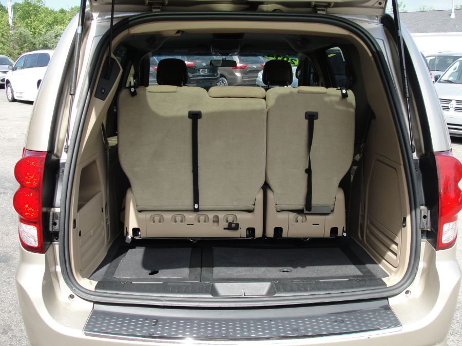 Brown Dodge Grand Caravan image number 18