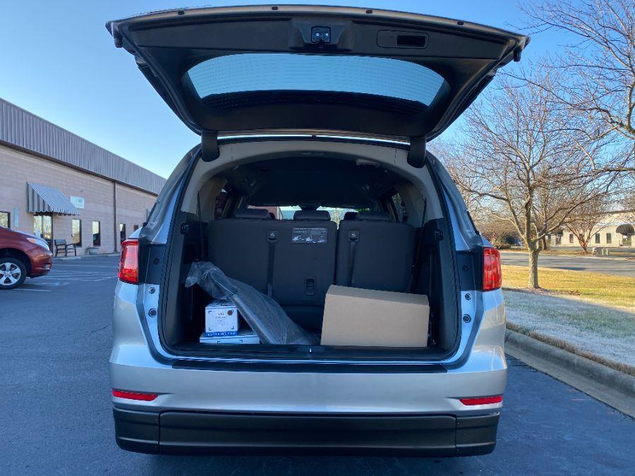 Silver Honda Odyssey image number 15