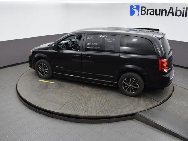 Black Dodge Grand Caravan image number 22