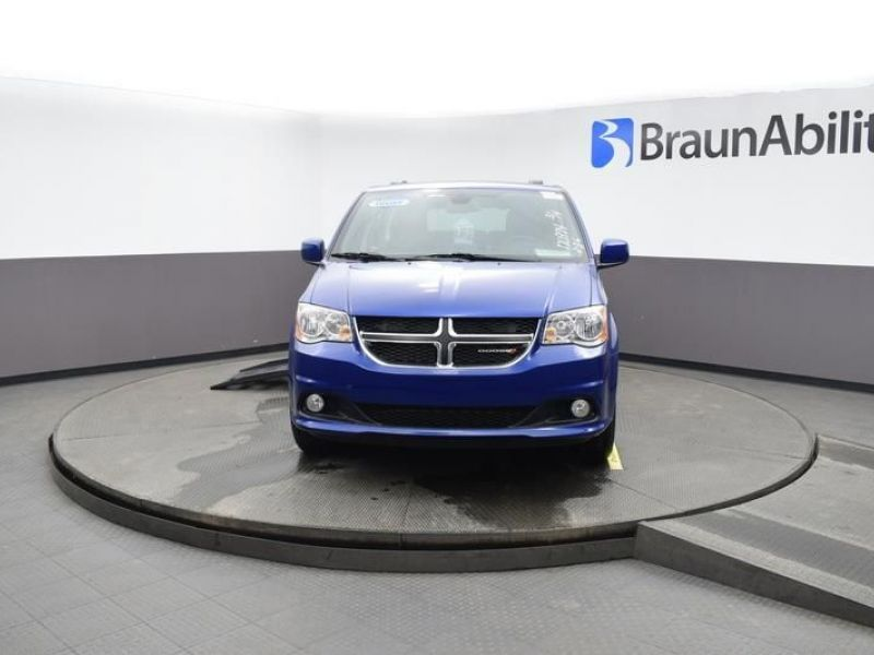 Blue Dodge Grand Caravan image number 1