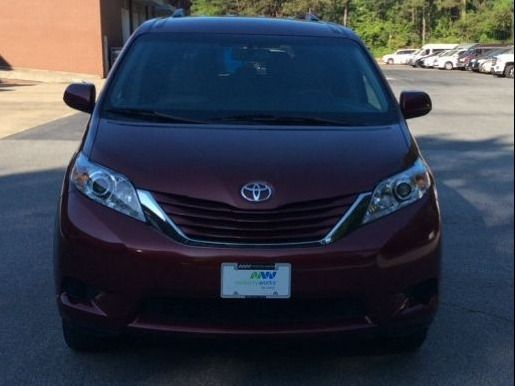 Red Toyota Sienna image number 1
