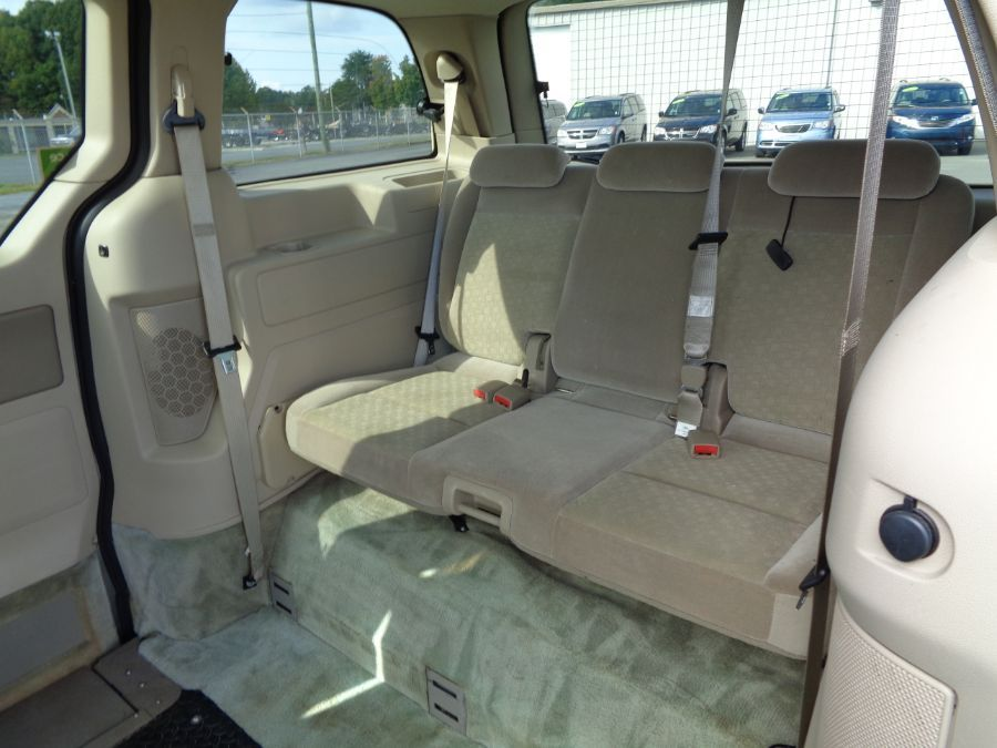 Green Ford Freestar image number 7