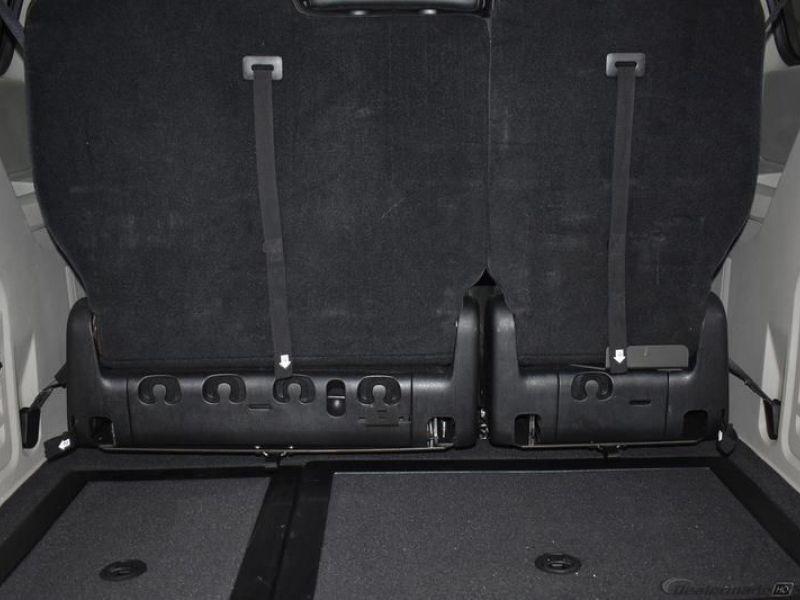 Silver Dodge Grand Caravan image number 5