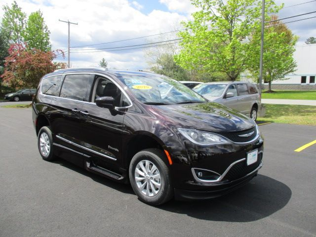 Brown Chrysler Pacifica image number 20