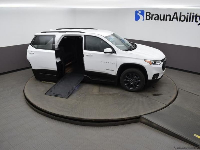 White Chevrolet Traverse image number 18