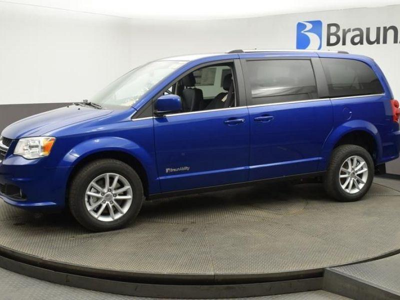 Blue Dodge Grand Caravan image number 17