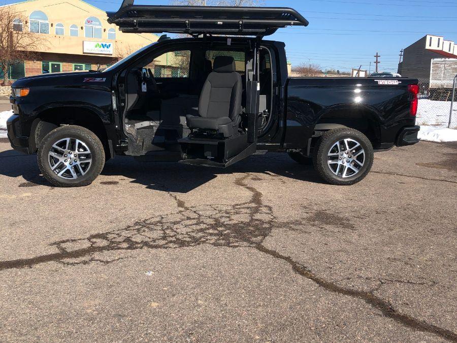 Black Chevrolet Silverado 1500 image number 17