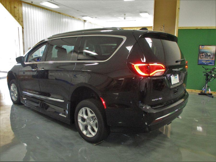 Black Chrysler Pacifica image number 5