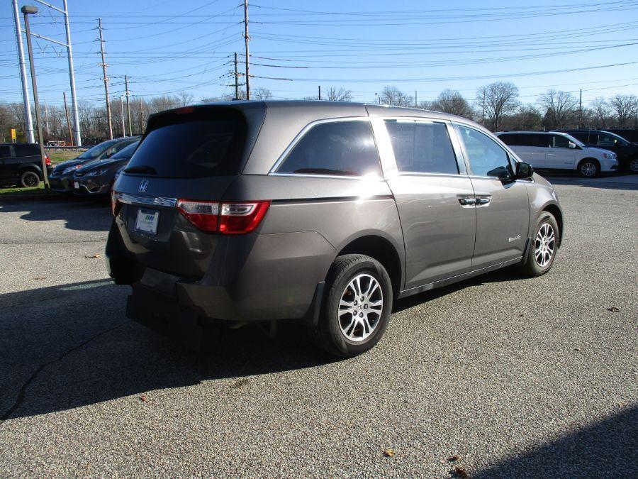 Gray Honda Odyssey image number 21