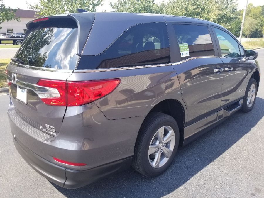Gray Honda Odyssey image number 6