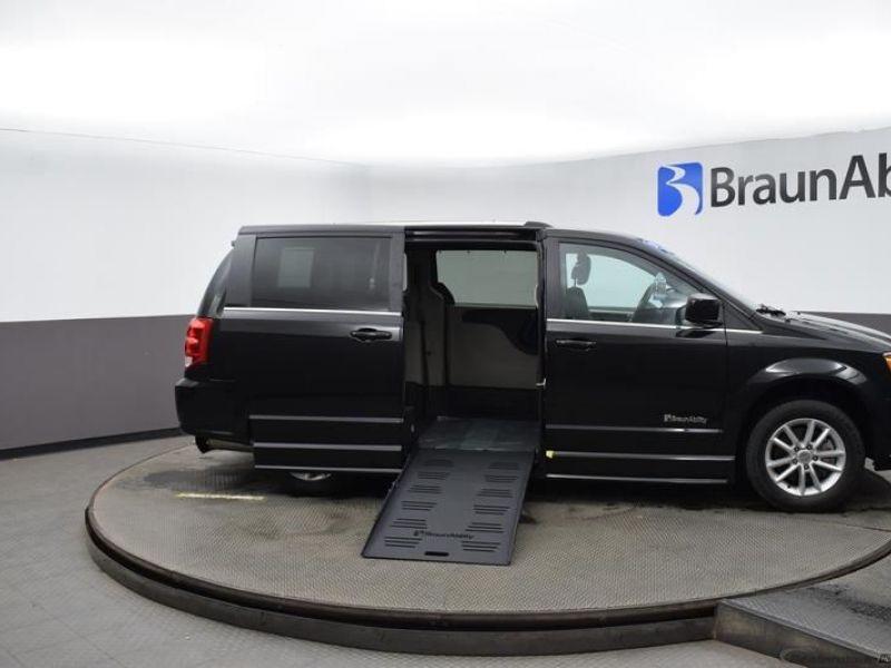 Black Dodge Grand Caravan image number 21