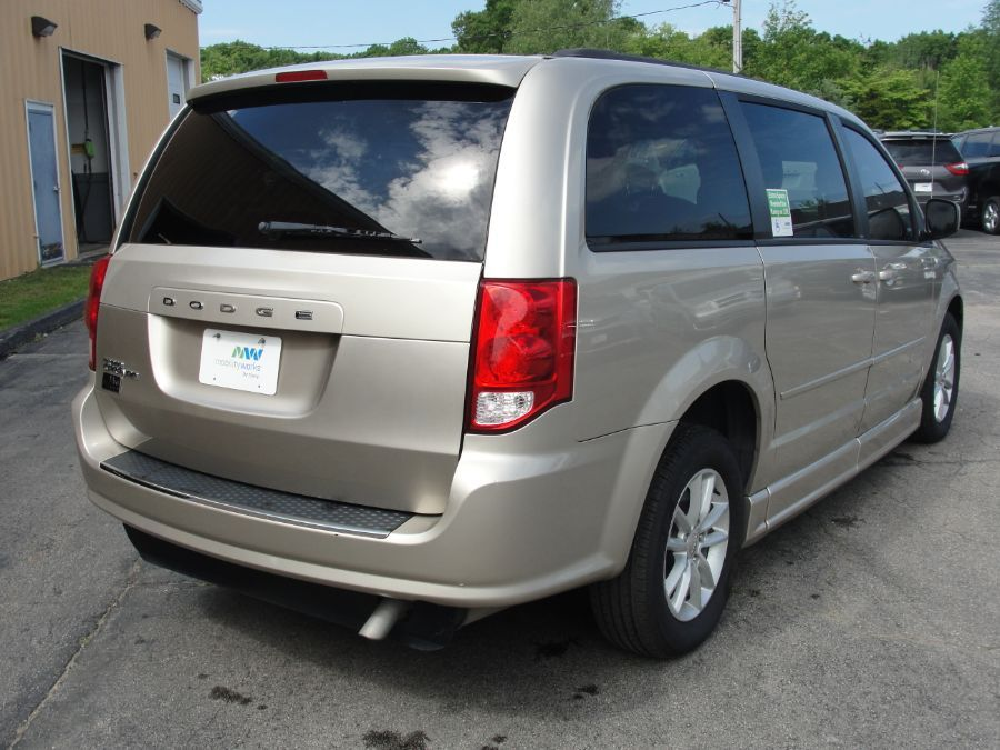 Brown Dodge Grand Caravan image number 7