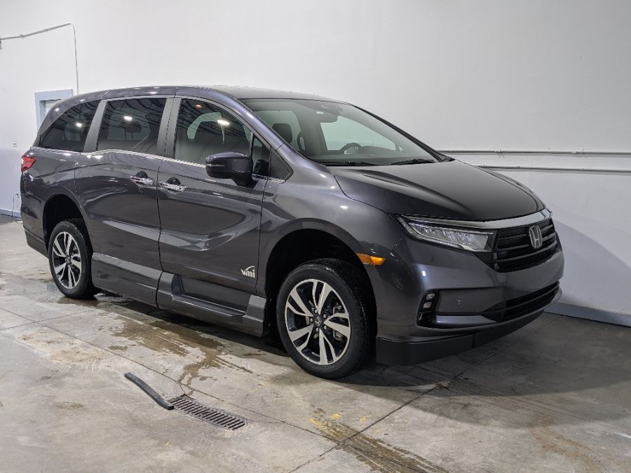 Gray Honda Odyssey image number 2