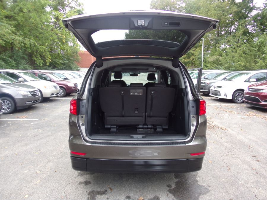 Gray Honda Odyssey image number 8