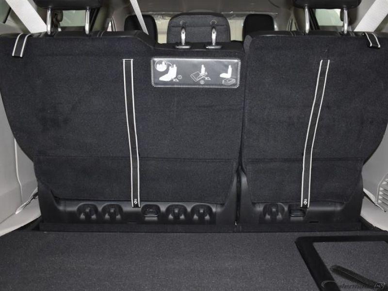 White Chrysler Voyager image number 12