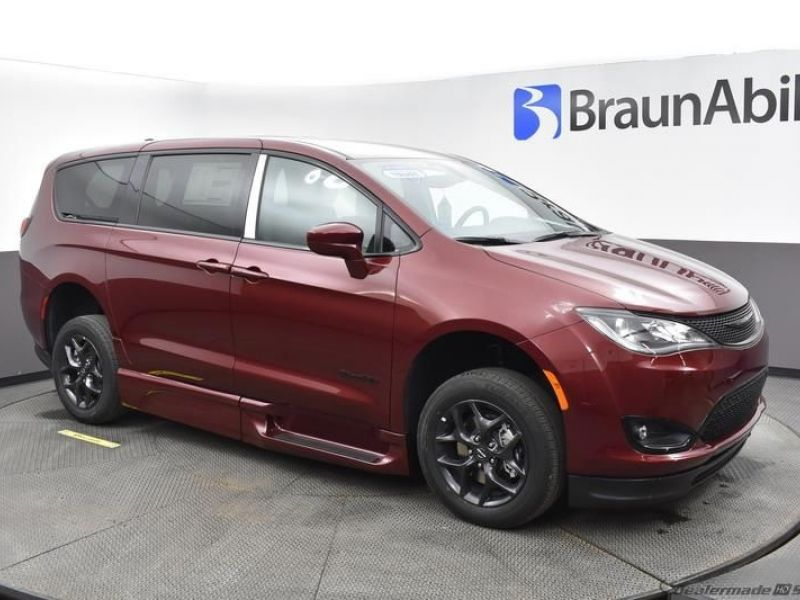 Red Chrysler Pacifica image number 12