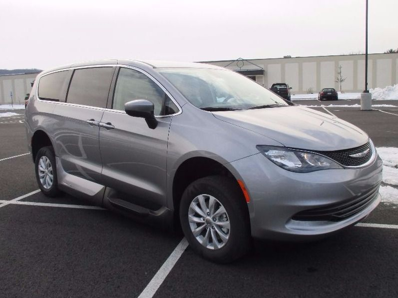 SILVER Chrysler Pacifica image number 25