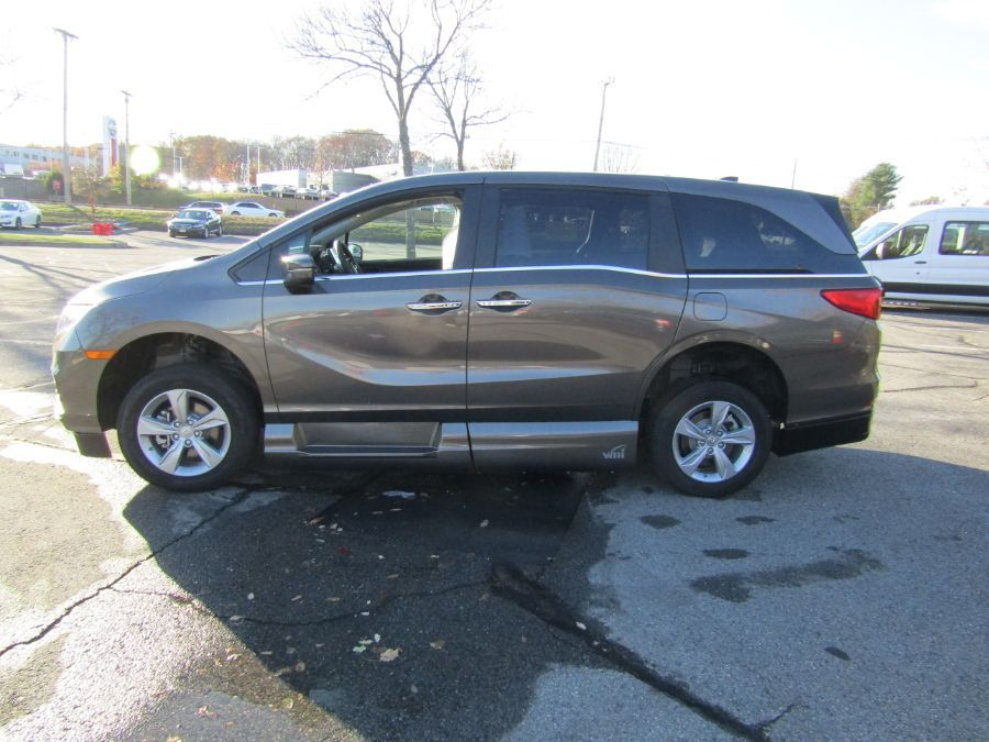 Gray Honda Odyssey image number 3