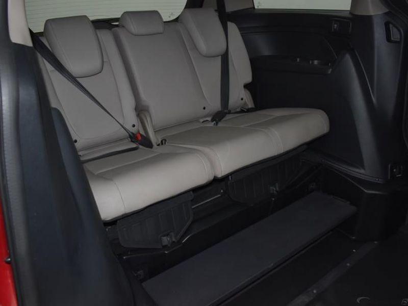 Red Honda Odyssey image number 8