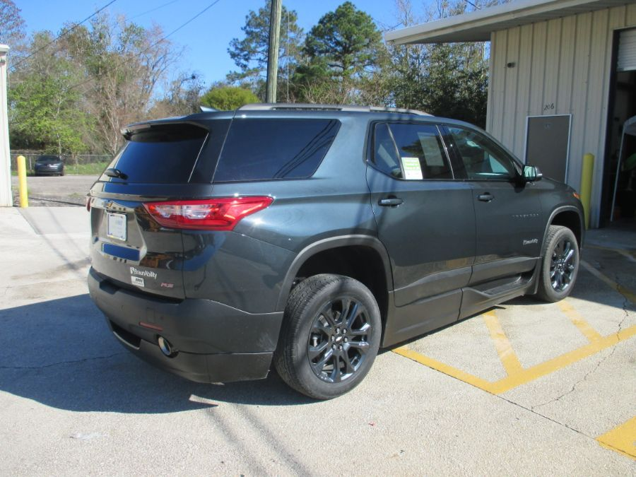 Gray Chevrolet Traverse image number 5