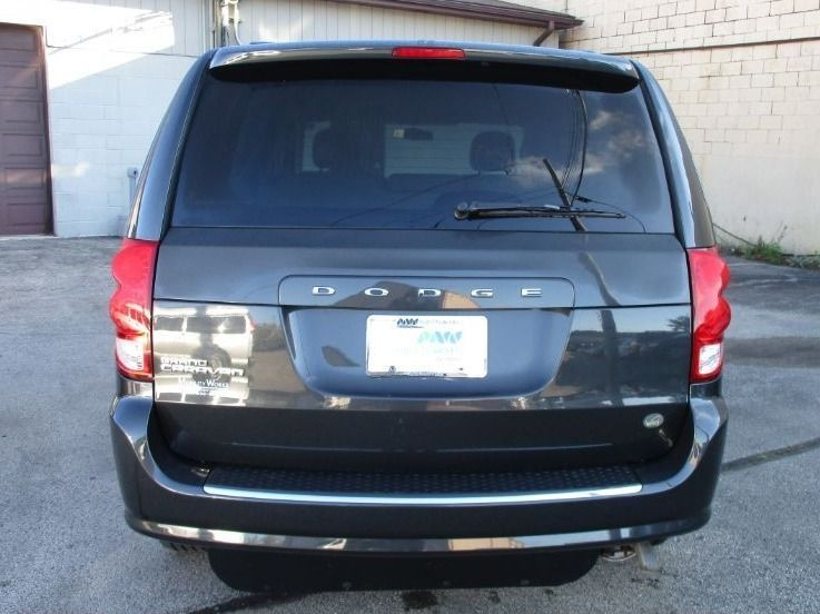 Dodge Grand Caravan image number 4