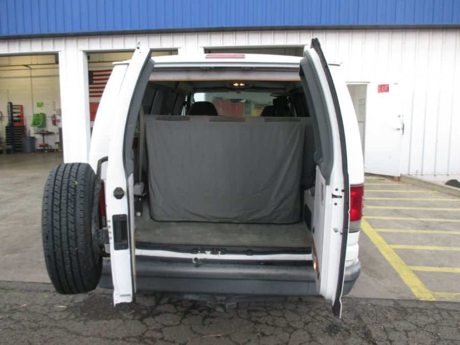 White Ford E-Series Cargo image number 7