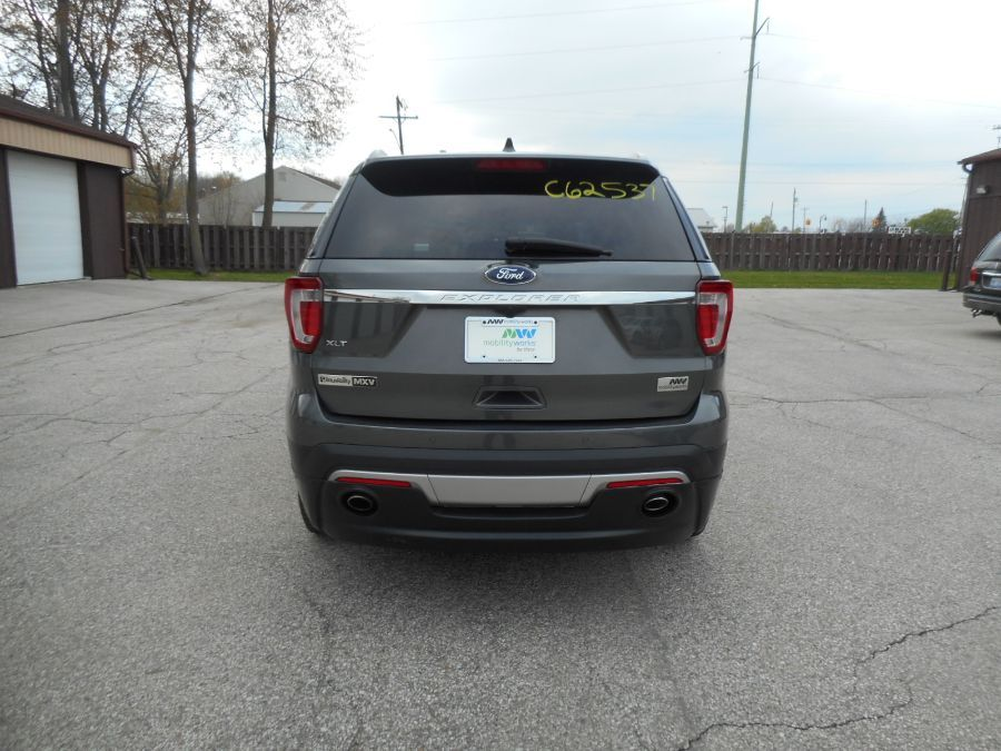 Gray Ford Explorer image number 6