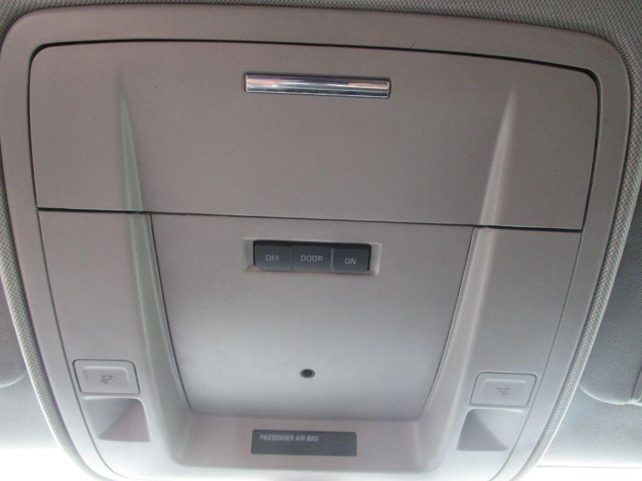 White Chevrolet Silverado 1500 image number 20